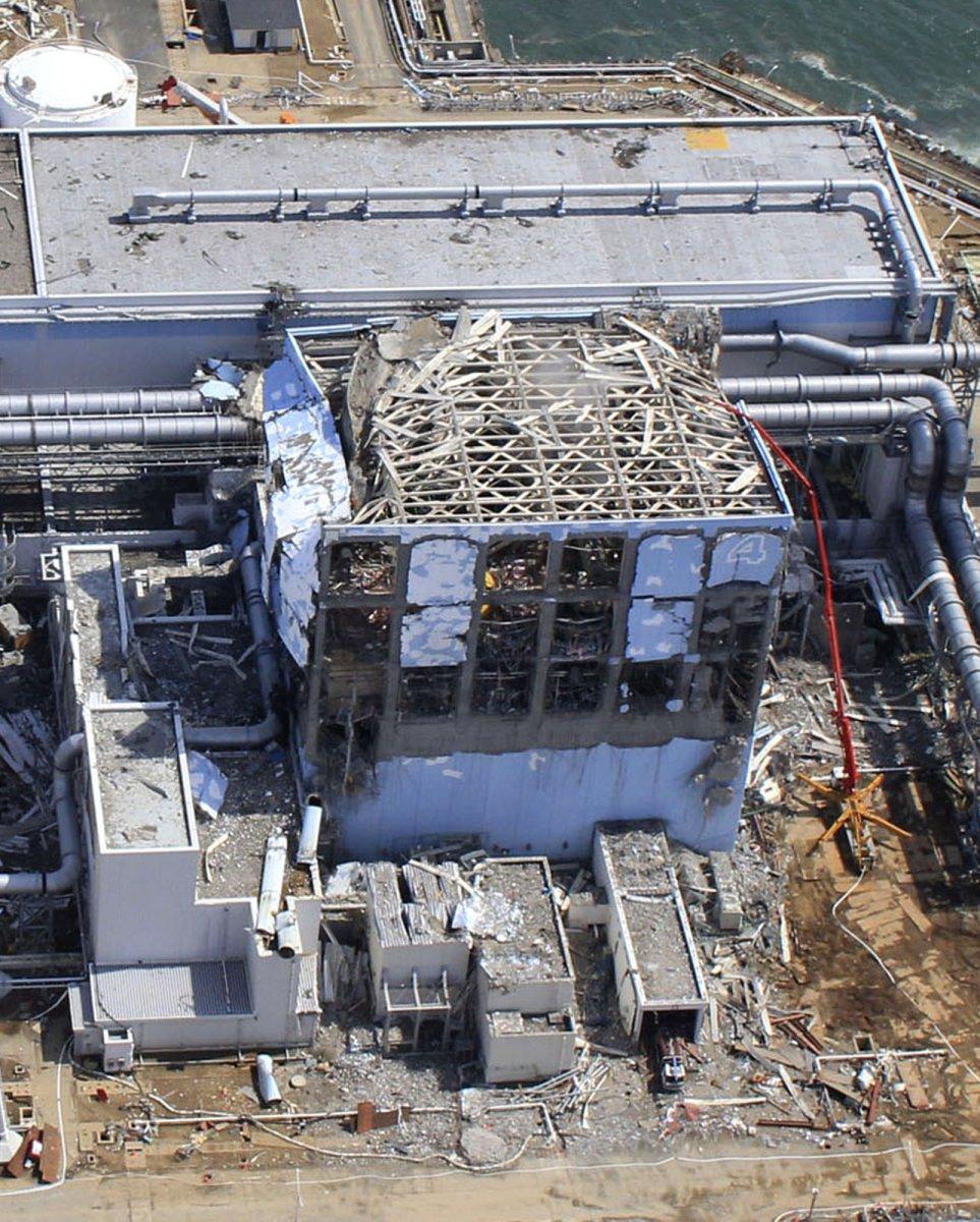 http://cylenchar.com/images/fukushima_unit_4.jpg